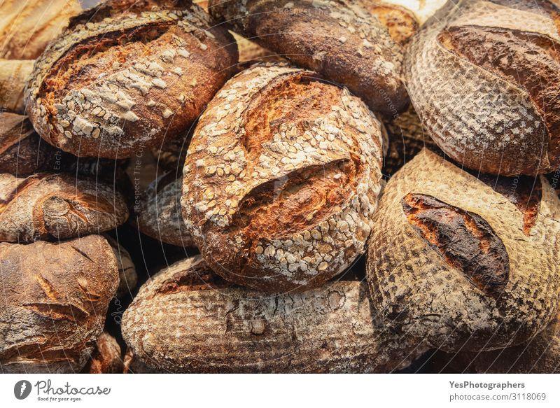 Rustikaler Brotstapel. Hintergrund: knuspriges Brot. Bäckereiprodukte Lebensmittel Teigwaren Backwaren Brötchen Ernährung Frühstück Tradition backen