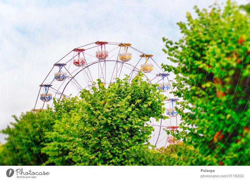 Vergnügungspark mit Riesenrad Lifestyle Freude Erholung Freizeit & Hobby Spielen Ferien & Urlaub & Reisen Ausflug Sommer Entertainment Kindheit Himmel Park