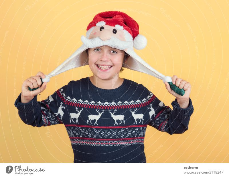 lächelndes Kind mit Weihnachtsmann Hut Freude Glück Winter Feste & Feiern Weihnachten & Advent Silvester u. Neujahr Mensch maskulin Familie & Verwandtschaft