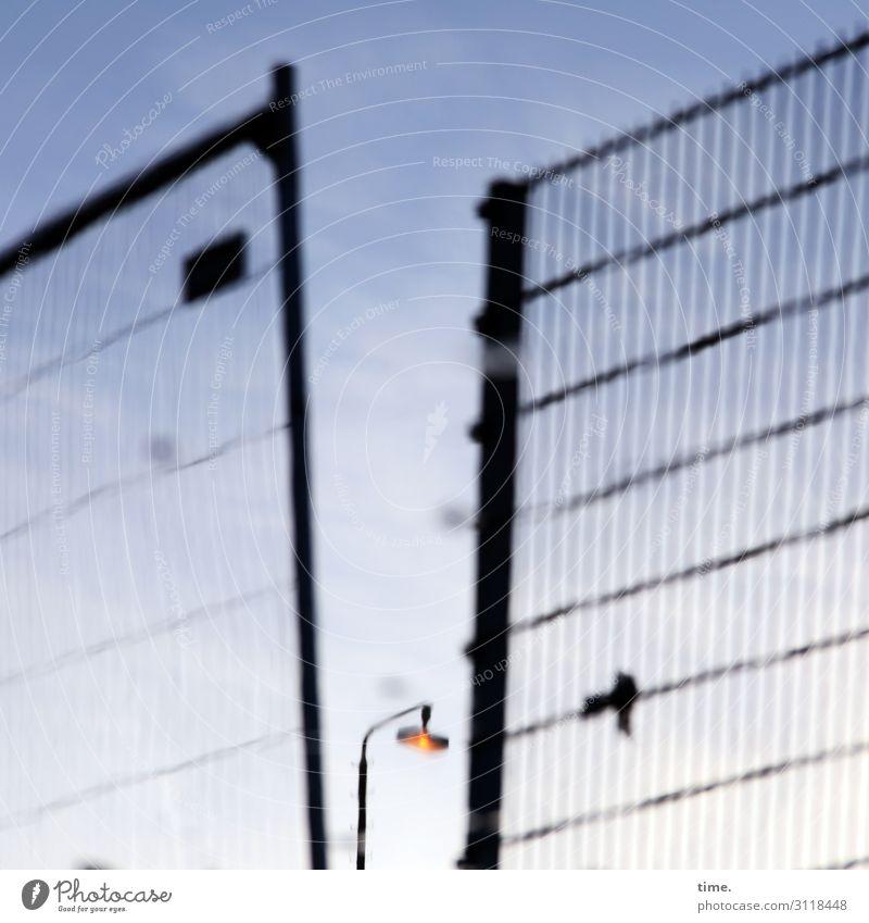 Geschichten vom Zaun (XXIX) Himmel Schönes Wetter Hamburg Bauzaun Lampe Straßenbeleuchtung Laterne Gefühle Stimmung Traurigkeit Schmerz Enttäuschung Einsamkeit