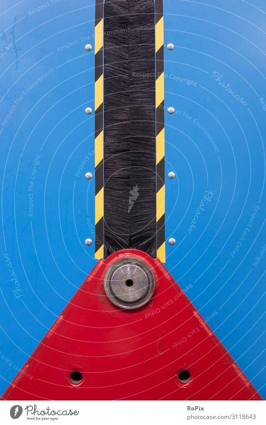 Detail einer Verpackungsmaschine. Maschine Mechanik Technik bürste Signalfarbe verpackungsmaschine Industrie presse Werkstatt Fabrik eisen stahl blech
