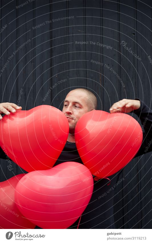 Herzbube Mensch maskulin Mann Erwachsene Dekoration & Verzierung Luftballon Zeichen Freundlichkeit Fröhlichkeit rot Farbe Freude Lebensfreude Leidenschaft
