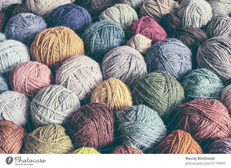 Wollgarnkugeln, farbig getöntes Bild. Freizeit & Hobby stricken Dekoration & Verzierung Tapete retro Dekadenz geheimnisvoll Gelassenheit Inspiration