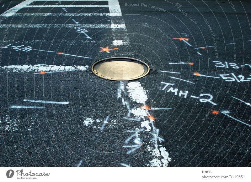 Gleichung mit mehreren Unbekannten Verkehr Verkehrswege Autofahren Straße Wege & Pfade Verkehrszeichen Verkehrsschild Gully Teer Asphalt Farbe Stein Beton