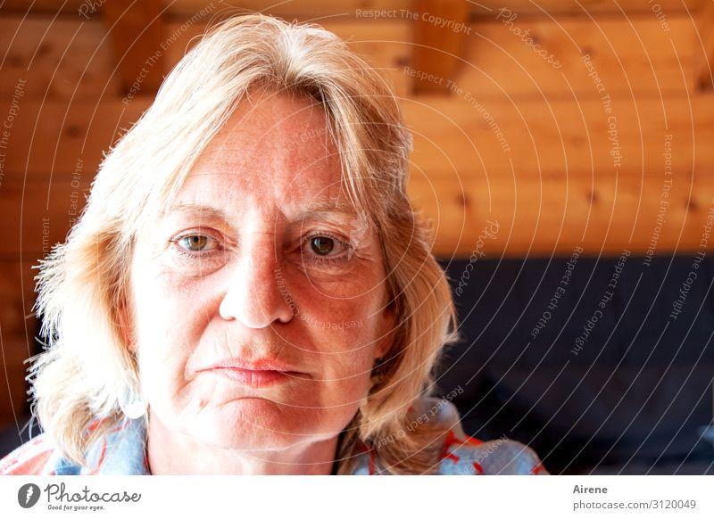 Schon zehn Jahre! Mensch feminin Frau Erwachsene Senior Kopf 1 60 und älter Denken positiv Gelassenheit Selbstbeherrschung ernst nachdenklich Traurigkeit
