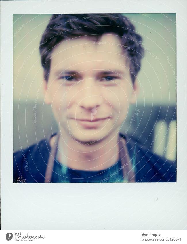 Instant Photograpie means share maskulin Mann Erwachsene Gesicht 1 Mensch Lächeln eckig Polaroid Farbfoto Außenaufnahme Nahaufnahme Textfreiraum unten