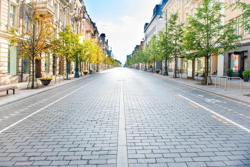 Stadtstraße mit leerer Straße Leben Ferien & Urlaub & Reisen Tourismus Ausflug Ferne Sightseeing Städtereise Sommer Sonne Büro Business Architektur Landschaft
