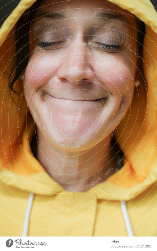 Mrs. Laurel Lifestyle Freude feminin Frau Erwachsene Leben Gesicht 1 Mensch 18-30 Jahre Jugendliche 30-45 Jahre Kapuzenpullover Lächeln authentisch lustig