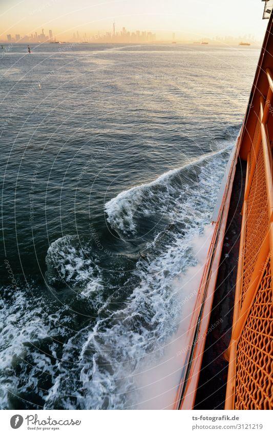 Volle Kraft voraus - Manhattan in Sicht! Sightseeing Städtereise Wasser Küste Meer New York City New Jersey Menschenleer Sehenswürdigkeit Verkehr