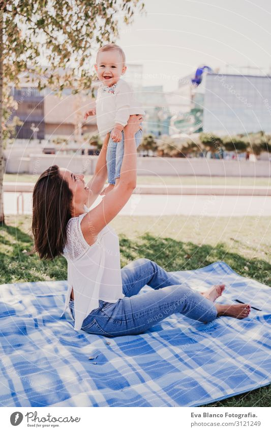 Frau Kind Mensch Natur Jugendliche Junge Frau Sommer blau schön grün weiß Sonne Freude Lifestyle Erwachsene Herbst