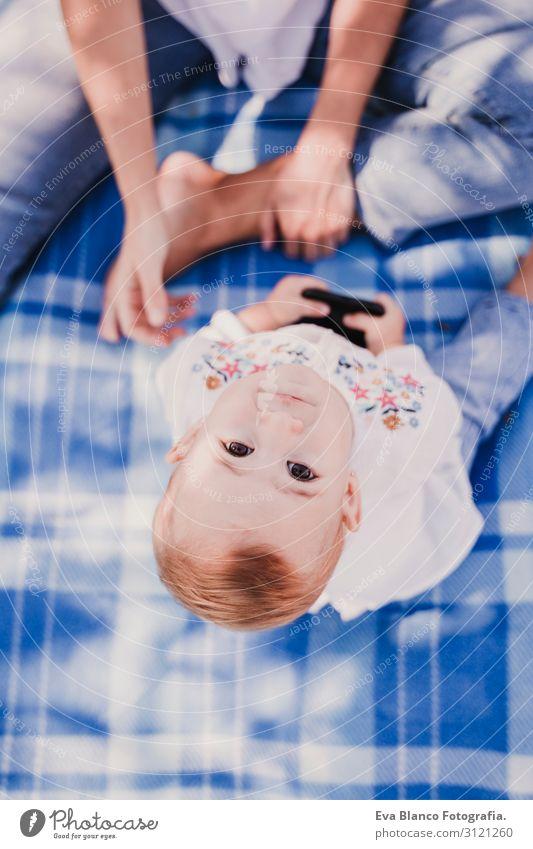 Frau Kind Mensch Natur Jugendliche Junge Frau Sommer blau schön weiß Sonne Freude Lifestyle Erwachsene Herbst Liebe