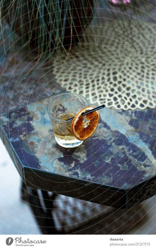 Abendgetränk draußen Orange Getränk Alkohol Spirituosen Longdrink Cocktail Glas Trinkhalm Lifestyle elegant Stil Design Freude Leben harmonisch Freizeit & Hobby