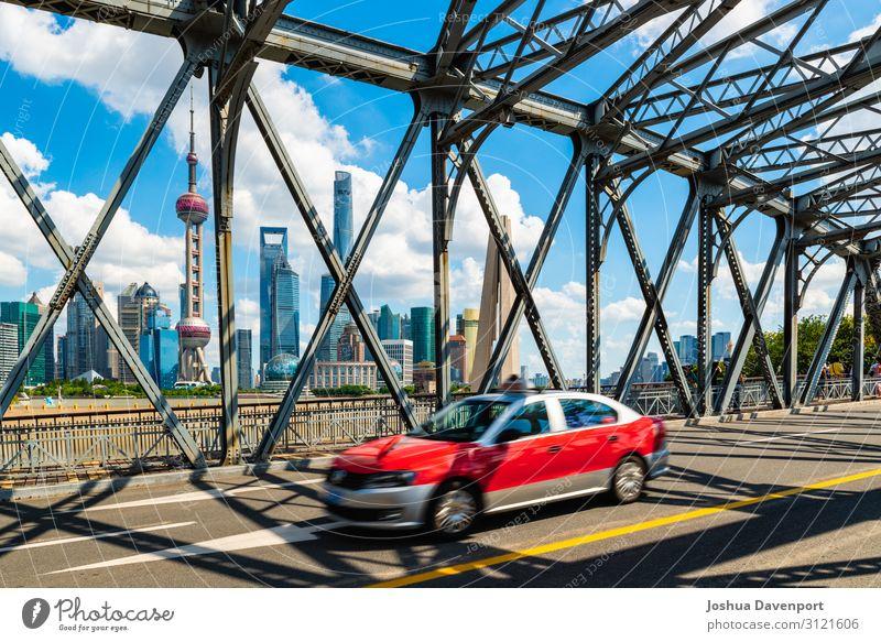 Shanghai Crossing Ferien & Urlaub & Reisen Tourismus Sightseeing Städtereise Skyline Hochhaus Brücke Sehenswürdigkeit Taxi Bewegung Asien Asien Reisen China