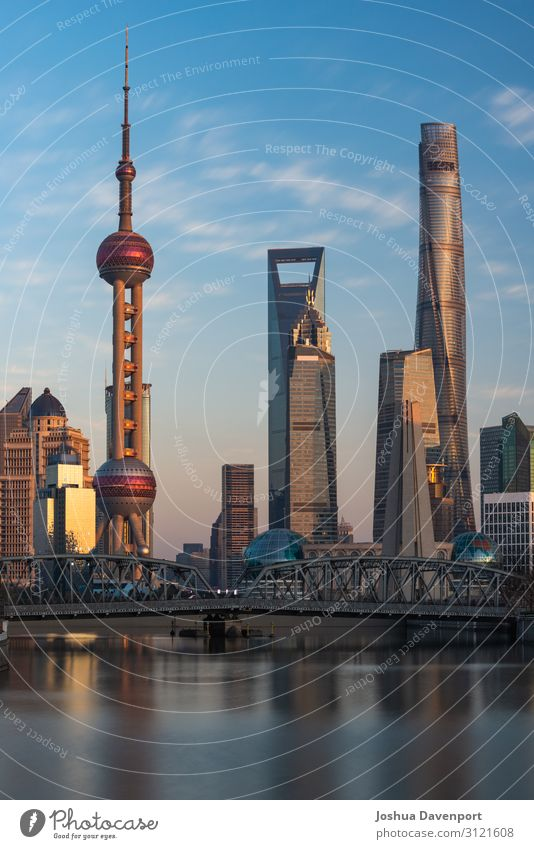 Shanghai Skyline Ferien & Urlaub & Reisen Tourismus Sightseeing Städtereise Hochhaus Bauwerk Architektur Sehenswürdigkeit Wahrzeichen Stadt Asien Asien Reisen