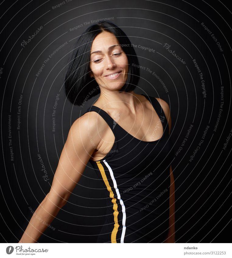Porträt einer schönen jungen Frau Lifestyle Körper Gesicht Sport Sportler Erwachsene Hand 1 Mensch 30-45 Jahre Bekleidung brünett Fitness Lächeln stehen