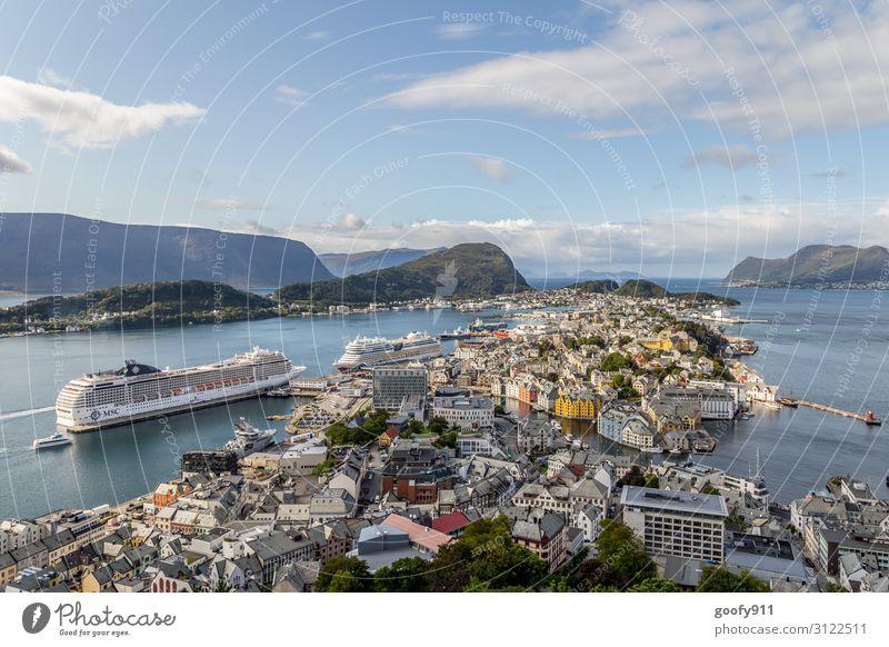 Alesund von oben (Norwegen) Ferien & Urlaub & Reisen Tourismus Ausflug Abenteuer Ferne Freiheit Sightseeing Städtereise Kreuzfahrt Natur Landschaft Wasser