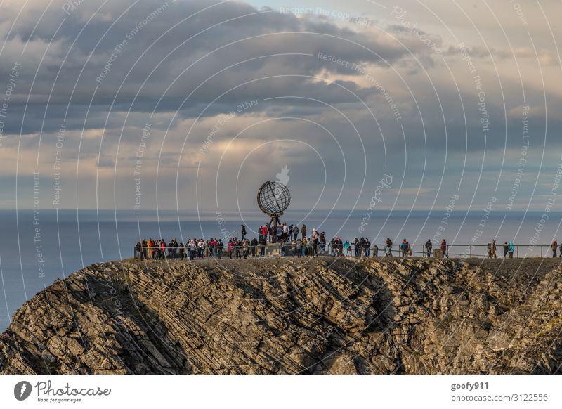 Nordkap Ferien & Urlaub & Reisen Tourismus Ausflug Abenteuer Ferne Freiheit Sightseeing Expedition Mensch Natur Landschaft Wasser Himmel Wolken Horizont Wind