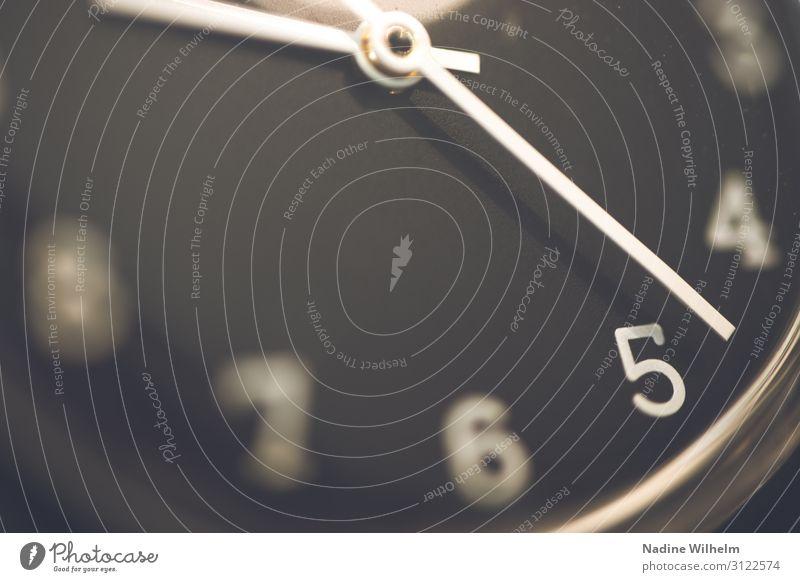 Black swatch watch Uhr Uhrenzeiger Glas Ziffern & Zahlen rund schwarz weiß Verlässlichkeit Pünktlichkeit Design Erwartung Genauigkeit Geschwindigkeit