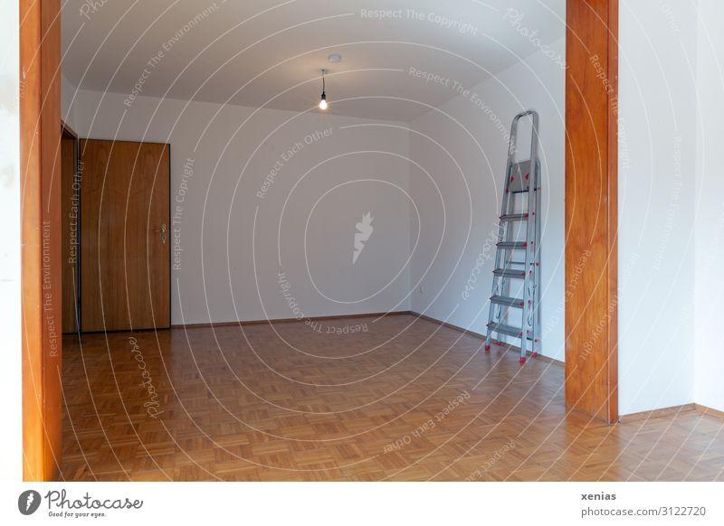 Wohnung frei: Räume mit Parkett und Glühbirne Renovieren Umzug (Wohnungswechsel) Raum Wohnzimmer Tür Leiter leer Modernisierung Bodenbelag Wohnungssuche