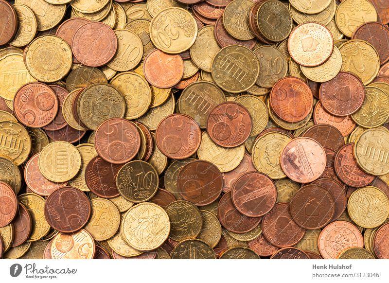 Viele kupferfarbene Euromünzen Metall Wert Geldmünzen Kupfer bezahlen mehrere Farbfoto Innenaufnahme Studioaufnahme Nahaufnahme Menschenleer Kunstlicht Licht