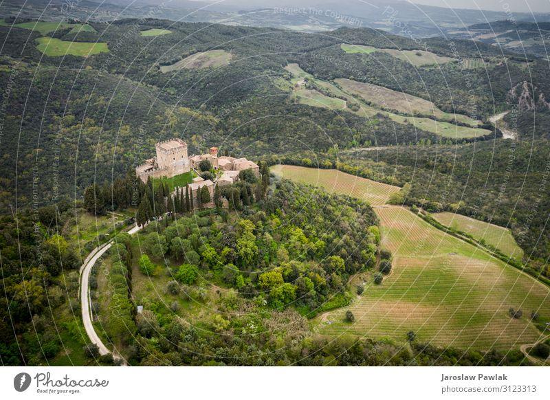 Schloss Ripa d'Orcia in der Toskana Foto von der Drohne alt Burg oder Schloss Landschaft reisen mittelalterlich Architektur Europa Tourismus Gebäude im Freien