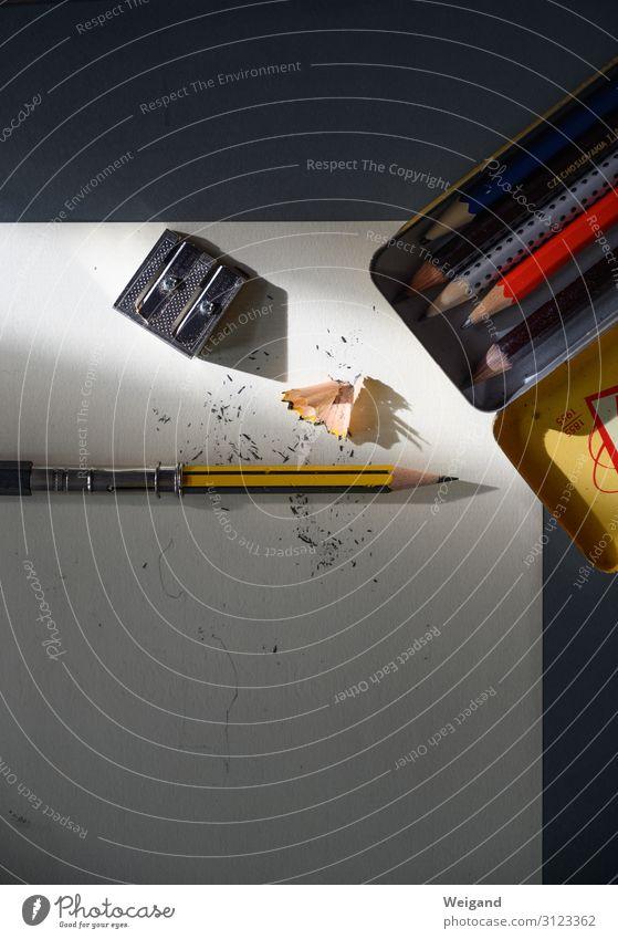 Bleistift Schreibwaren Papier Zettel Schreibstift schreiben Schreibtisch Spitze Farbfoto Innenaufnahme