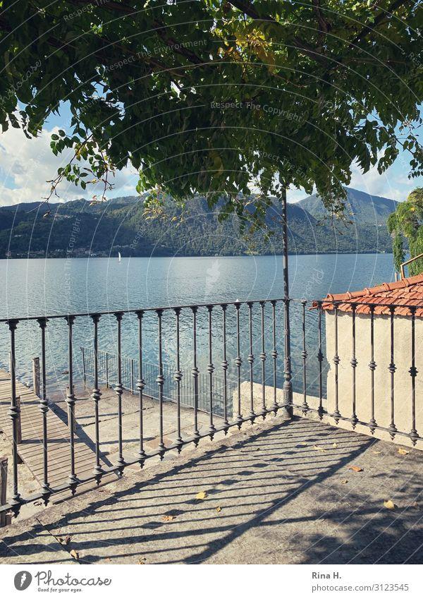 Das Haus am See Ferien & Urlaub & Reisen Natur blau Wasser Erholung Berge u. Gebirge Lifestyle Herbst Gebäude orange Zufriedenheit Horizont Schönes Wetter