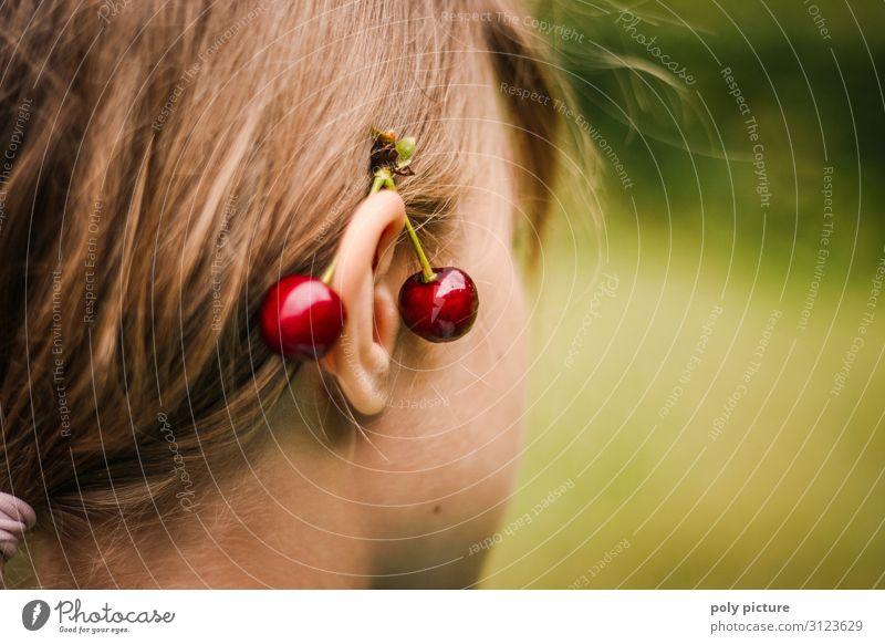 Kirschen hinter den Ohren eines Mädchens Kind Ferien & Urlaub & Reisen Jugendliche Gesunde Ernährung Junge Frau Sommer Lifestyle Leben Umwelt Senior Stil