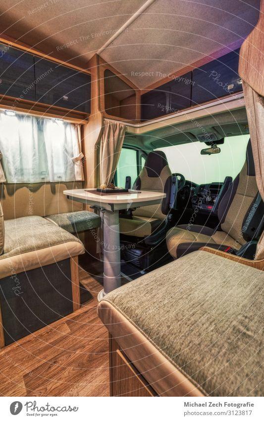 Modernes Interieur eines neuen Wohnmobils im Suisse Caravan Salon Lifestyle Reichtum Stil Design Ferien & Urlaub & Reisen Tourismus Ausflug Freiheit Camping