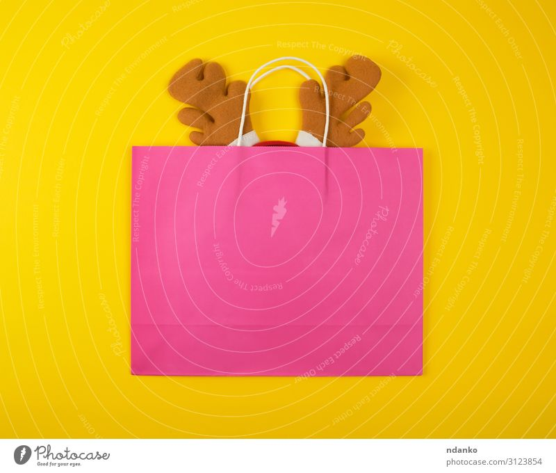 rosa Papiertaschen zum Einkaufen, in der Weihnachtsmaske Lifestyle Design Dekoration & Verzierung Feste & Feiern Weihnachten & Advent Silvester u. Neujahr