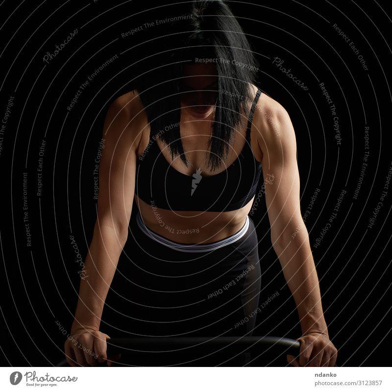 junges, schönes, athletisches Mädchen mit Muskeln Lifestyle elegant Körper Haut sportlich Fitness Sport Mensch Frau Erwachsene Mode brünett dünn muskulös stark
