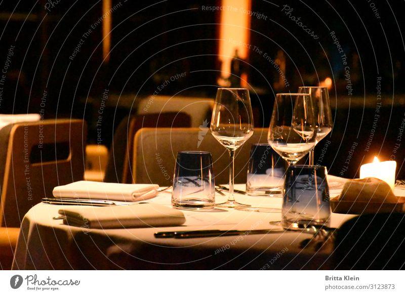 Dinner for 3 Abendessen Festessen Trinkwasser Alkohol Wein Geschirr Teller Glas Besteck elegant Freude Erholung ruhig Dekoration & Verzierung Restaurant