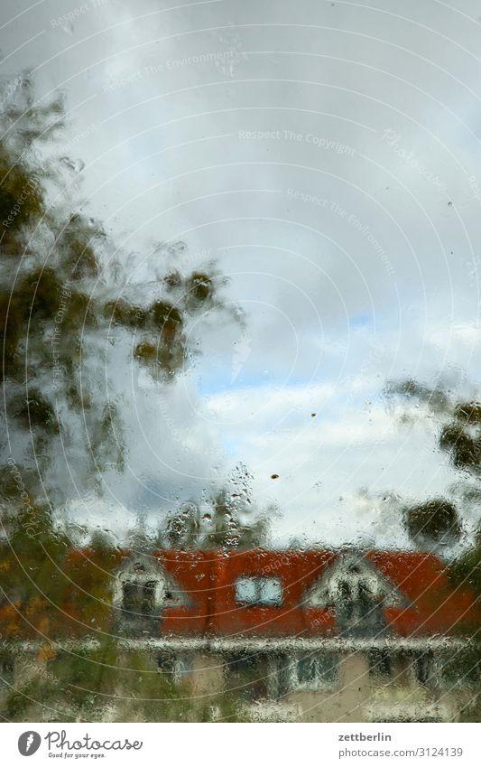 Regenwetter Berlin Haus lankwitz Stadt Stadtleben Vorstadt Häusliches Leben Wohngebiet Wohnhaus Wohnhochhaus Stadtzentrum Wolken Textfreiraum Stadthaus