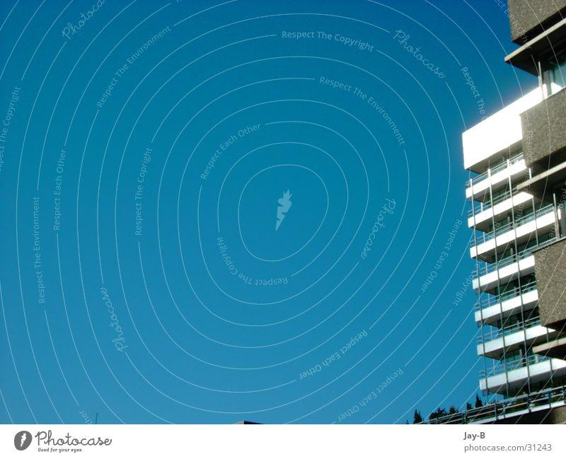 Blue Sky Hochhaus Himmel Haus Plattenbau Beton blau Sonne