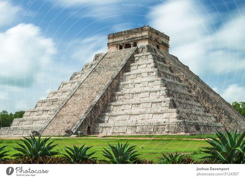 Pyramide von Kukulkanisch Ferien & Urlaub & Reisen Tourismus Sightseeing Ruine Bauwerk Architektur Sehenswürdigkeit Wahrzeichen alt antik altes Gebäude