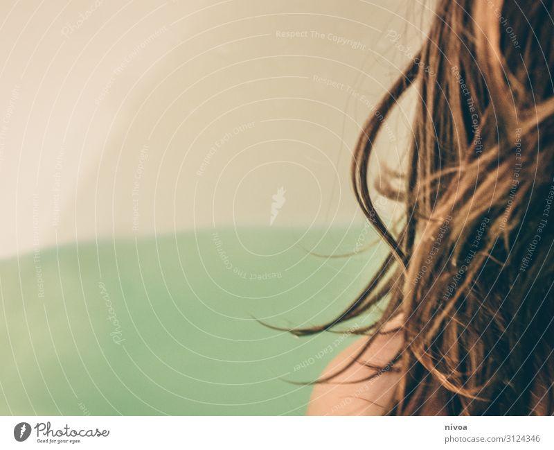 Person sitzt in Badewanne Kind Mensch Wasser Erholung Gesundheit Bewegung Junge Haare & Frisuren Schwimmen & Baden maskulin Körper retro frei Kindheit sitzen