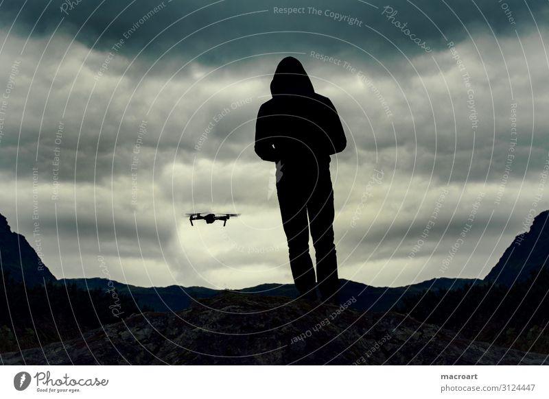 Drohne drohnenflug fliegen Luftverkehr Flugzeug fpv Mensch Mann maskulin Pilot drohnenpilot Fluggerät fliegend Flugmanöver Flugticket spionieren Fotokamera
