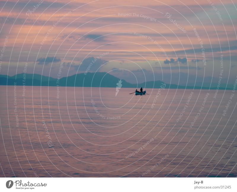 Korfu Sundown Wasser Sonne Meer Wolken Farbe Berge u. Gebirge Wasserfahrzeug Romantik Griechenland Fischer Fischerboot Farbenspiel