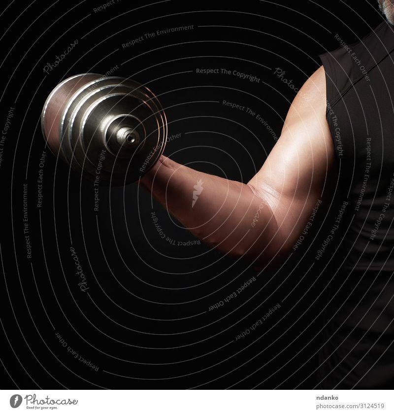 Die Hand eines Mannes hält eine Setzhantel. Lifestyle Körper Sport Fitness Sport-Training Leichtathletik Mensch Erwachsene Arme Stahl sportlich dunkel muskulös