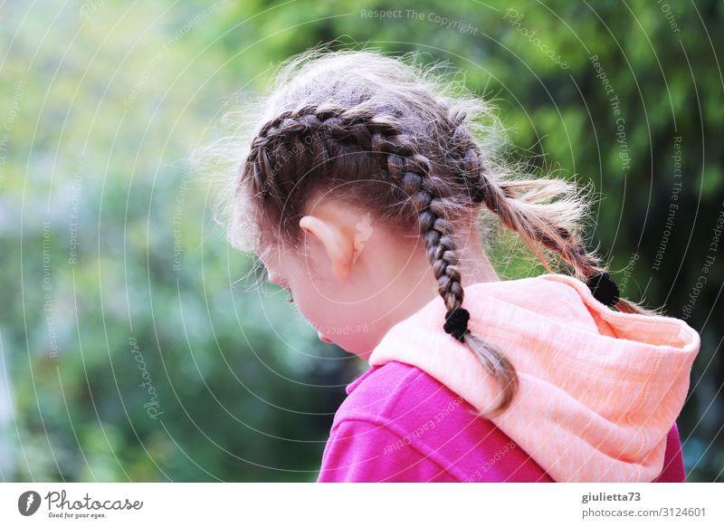 Allein Kind Mensch Einsamkeit Mädchen Traurigkeit Gefühle Tod Park nachdenklich Kindheit einzigartig Trauer 8-13 Jahre langhaarig Langeweile Scham