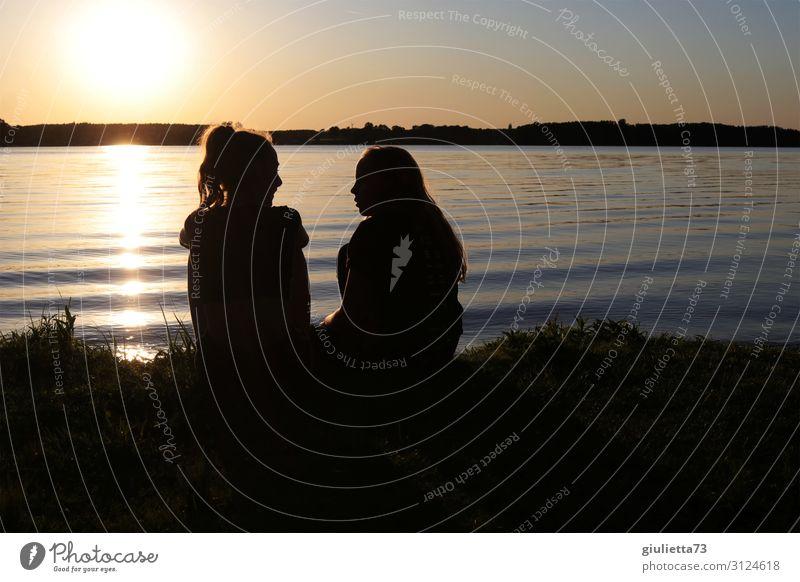 Girlfriends | Zwei Teenager Mädchen beim Sonnenuntergang am See Kindheit Jugendliche 2 Mensch 8-13 Jahre 13-18 Jahre Sonnenaufgang Sommer Schönes Wetter Küste