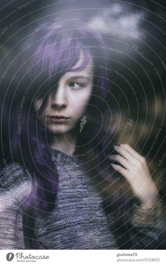 Identitätssuche Kind Mensch Jugendliche Junge Frau schön Leben 13-18 Jahre Kindheit einzigartig beobachten Schutz violett Sehnsucht 8-13 Jahre langhaarig