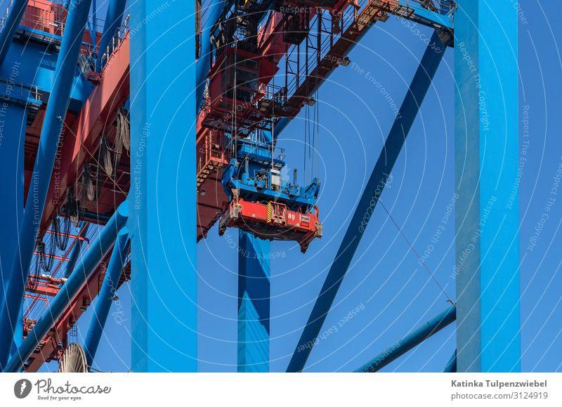Detailaufnahme: Containerkran im Hamburger Hafen Technik & Technologie High-Tech Industrie Stadt Hafenstadt Wahrzeichen Schifffahrt Containerschiff Öltanker