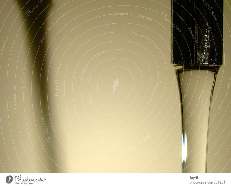 Wasserhahn wirft Schatten Küche Häusliches Leben Flüssigkeit Teile u. Stücke fließen sanitär