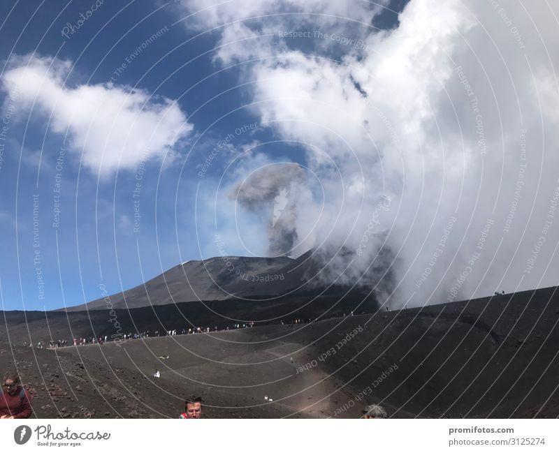 Aktiver Vulkan Ätna Ferien & Urlaub & Reisen blau weiß Sonne Freude Reisefotografie Ferne Berge u. Gebirge Wärme Glück Tourismus Freiheit grau Ausflug wandern