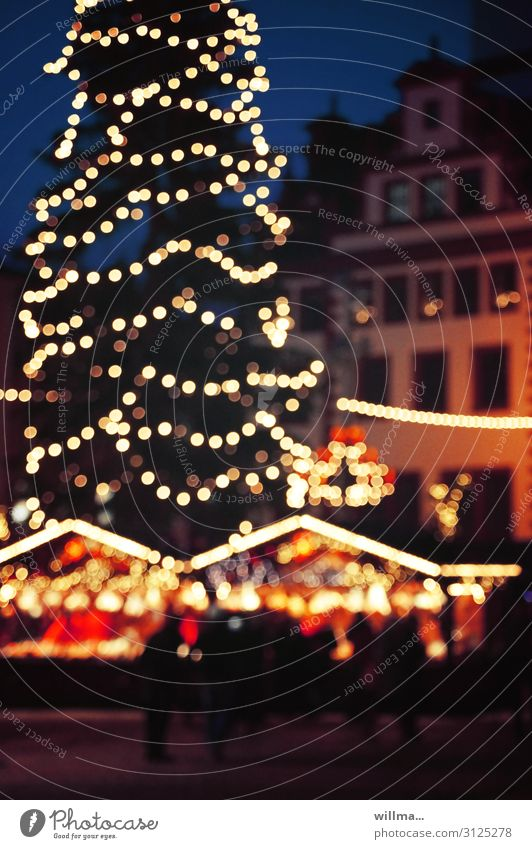 Lichter auf dem Weihnachtsmarkt Weihnachtsbaum Lichterkette Buden u. Stände Chemnitz Marktplatz Feste & Feiern Menschengruppe Lichterkullern Lichtkreis