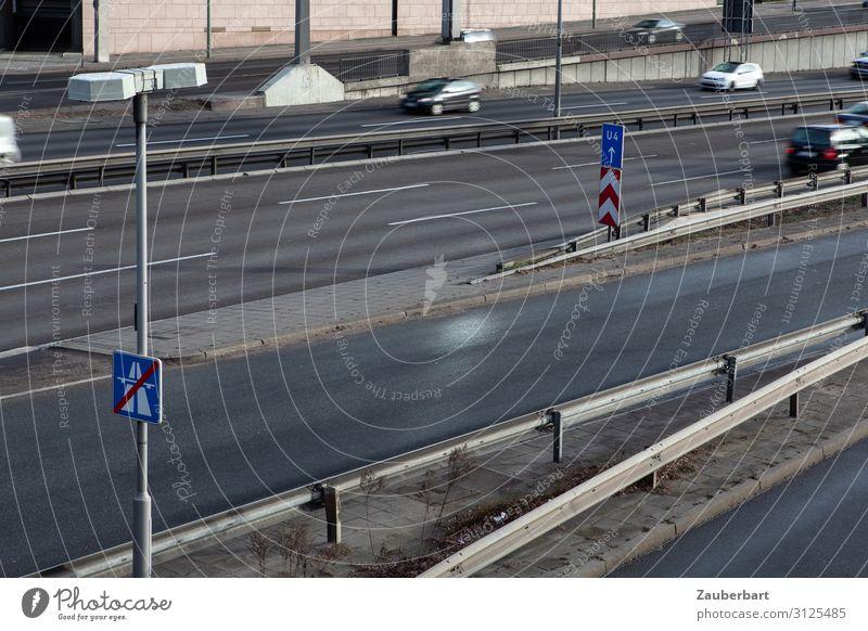 Verkehrsbedürfnisse (1) Ferien & Urlaub & Reisen Umwelt Klimawandel Stadt Verkehrswege Straßenverkehr Autofahren Autobahn Verkehrszeichen Verkehrsschild