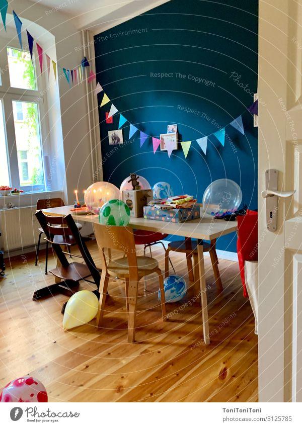 Geburtstag Häusliches Leben Wohnung Dekoration & Verzierung Möbel Stuhl Tisch Küche Party Feste & Feiern Verpackung Luftballon Schleife ästhetisch Fröhlichkeit