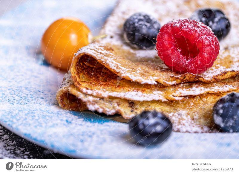Crepes mit Beeren Lebensmittel Frucht Ernährung Bioprodukte Vegetarische Ernährung Gesundheit Gesunde Ernährung wählen Essen genießen omlette Pfannkuchen