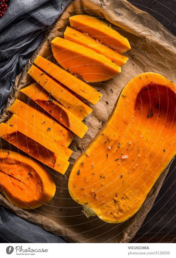 Butternut-Kürbis auf Backblech Lebensmittel Gemüse Ernährung Bioprodukte Vegetarische Ernährung Diät Stil Design Gesunde Ernährung Erntedankfest